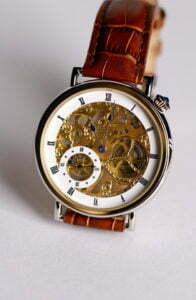 Eine Armbanduhr kann durchaus ein wertvolles Geschenk darstellen; Foto: © xiquence - Fotolia.com
