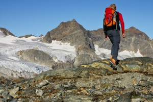 Gerade bei ausgedehnten Trekkingtouren ist die richtige Kleidung sehr wichtig - Foto: © Netzer Johannes - Fotolia.com