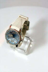 Eine edle Uhr muss nicht immer teuer sein, mit etwas suchen kann man sie durchaus günstig erwerben - Foto: © Olga Khopshanosova, fotolia.com