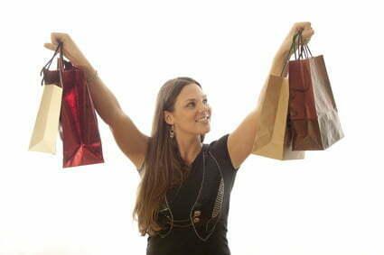 Schnäppchen mit B-Waren lassen sich bei Textilien oder sonstigen Artikeln machen - Foto: © macgyverhh - Fotolia.com